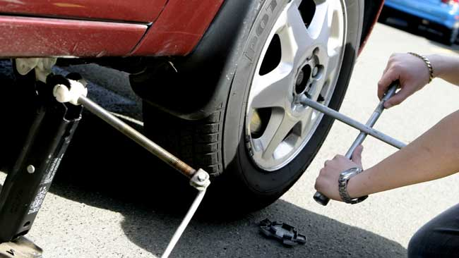 Do You Know How To Change A Flat Tyre?